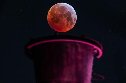 Blutmond sorgt für spektakuläre Bilder weltweit