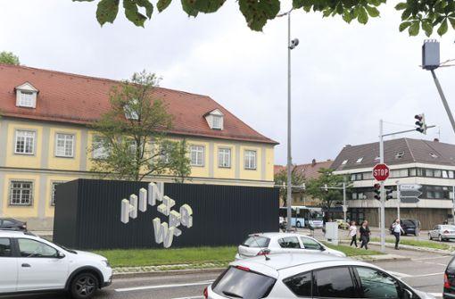 Das Mikrohofhaus liegt mitten an der viel befahrenen B27. Foto: factum/Granville
