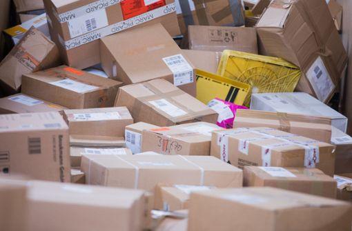 Einbrecher plündern Pakete und fliehen mit Postauto