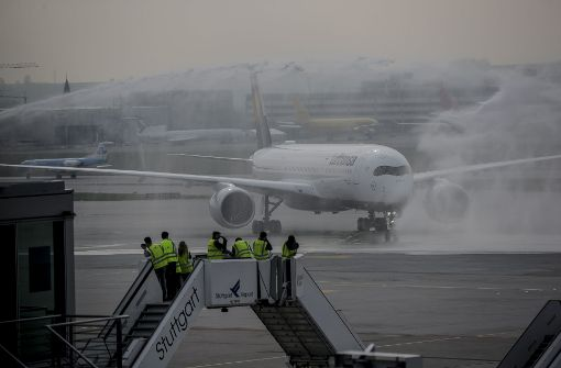 """Wassersalut bei Taufe für den Airbus namens """"Stuttgart"""""""