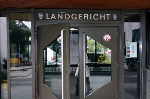 Gescheiterte Entführung auf einer Schultoilette in Nürtingen: Die Anklägerin fordert vor dem Landgericht Stuttgart über fünf Jahre Gefängnis Foto: dpa