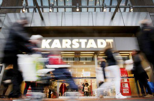 Der Warenhauskonzern Karstadt arbeitet sich langsam aus der Krise. Foto: dpa