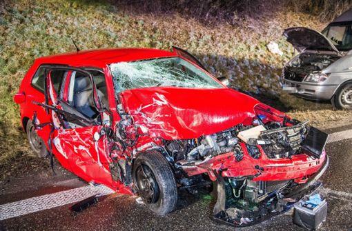 Die Polizei hatte bei einem Unfall auf der A8 am Samstag alle Hände voll zu tun. Foto: SDMG