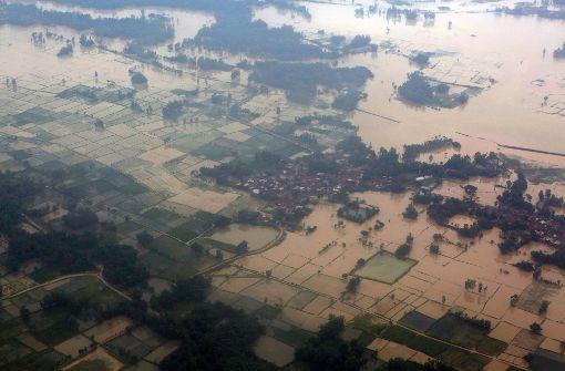 Dutzende Tote durch Erdrutsch und Überschwemmung