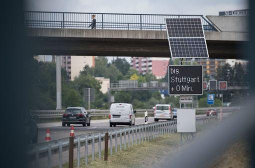 Im Kampf gegen Staus setzt das Verkehrsministerium auf Information: ... Foto: dpa