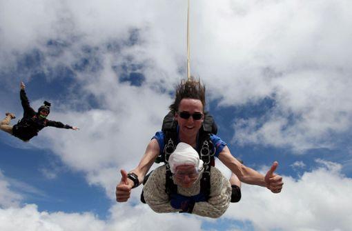 Australierin springt mit 102 Jahren zum Fallschirm-Weltrekord