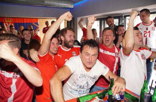 Serbien-Fans in Stuttgart lassen es krachen – und trauern