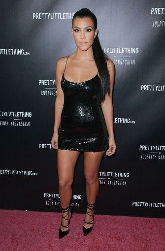 """Kourtney Kardashian zeigte viel Haut bei der Präsentation ihrer eigenen Mode-Kollektion """"PrettyLittleThing"""".  Foto: Getty"""