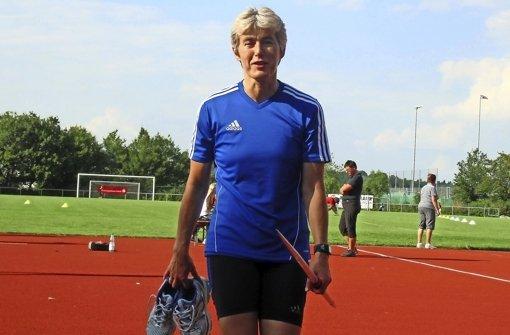Susanne Strohm von den Stuttgarter Kickers verlässt den Aktivenbereich. Foto: z