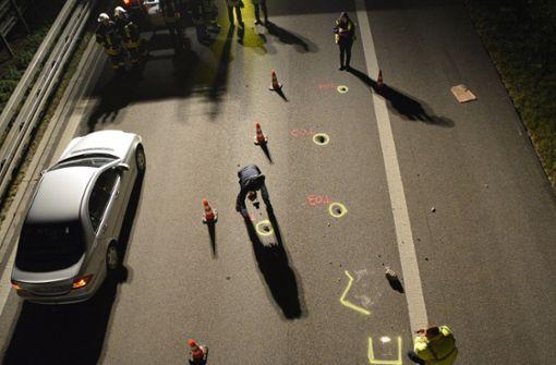 Steinwurf auf der A7 - Frau schwer verletzt
