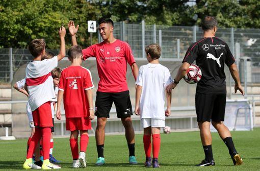 Für viele Kinder ging ein Traum in Erfüllung: Sie durften mit Spielern ... Foto: Pressefoto Baumann
