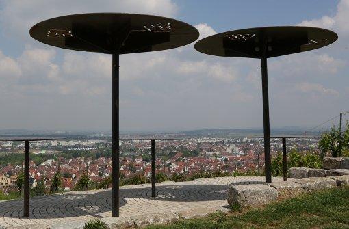 Ein Platz zum Innehalten: Die Panoramaterrasse auf dem Fellbacher Weinweg. Foto: Patricia Sigerist