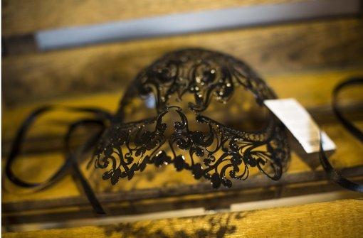 Verführerisch und mystisch: Eine Gesichtsmaske. Foto: Leif Piechowski