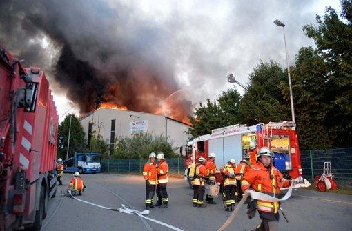 1.8.: Müllhalle brennt völlig nieder