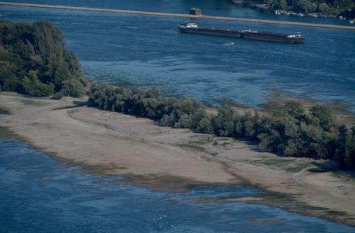 Kreuzfahrtschiff läuft auf Sandbank auf