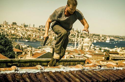 """Über den Dächern von Istanbul: Til Schweiger in dem Thriller """"Tschiller – Off Duty""""  Foto: NDR"""