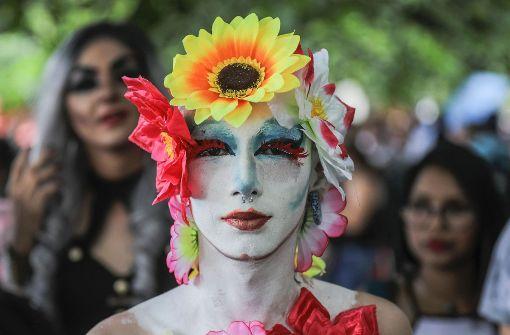 Tausende feiern bei Gay Pride-Paraden