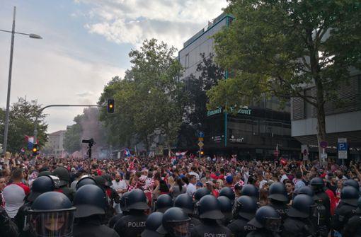 Liveblog: Friedliche Fan-Feier endet mit unschönen Szenen