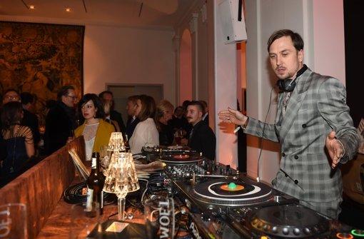 ... und zwar in Form von DJ Lars Eidinger. Foto: dpa