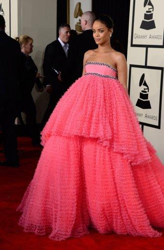 Von Miley Cyrus bis Lady Gaga: Die besten Grammy-Outfits - Panorama ...