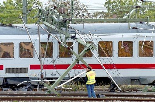 Die Unfälle brachten großen Schaden und viele Verspätungen. Foto: dpa