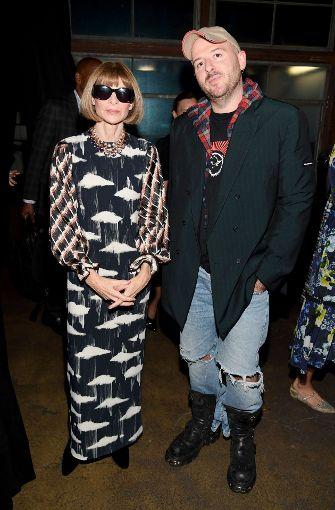 """""""Vogue"""" Chefredakteurin Anna Wintour (links) freute sich über die Anwesenheit von Demna Gvasalia (rechts) ...   Foto: Getty"""