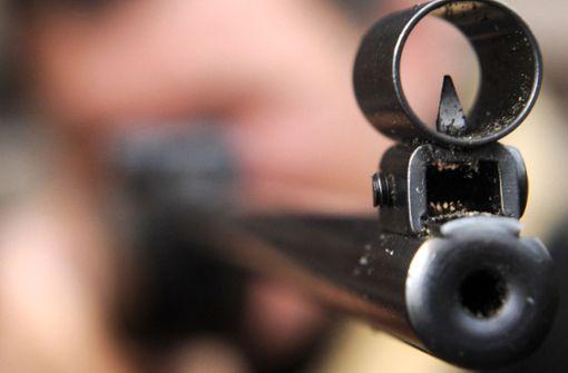 Schuss aus Luftdruckwaffe beschädigt Linienbus
