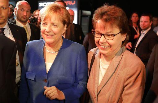 Merkels Büroleiterin Beate Baumann ist die wichtigste Bezugsperson der Kanzlerin – und angeblich die einzige, die die Kanzlerin auch mal richtig anfahren darf. Foto: dpa