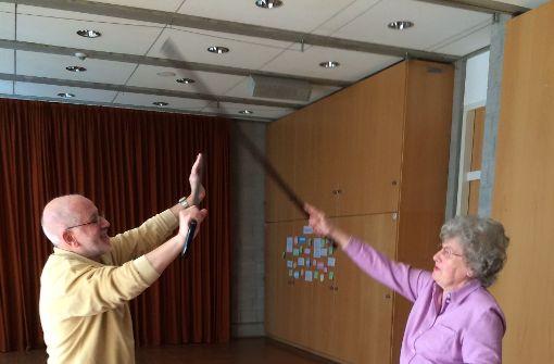 Wenn sich Rentner mit Stöcken wehren