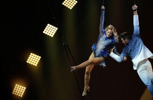 Helene Fischer geht in Hannover zusammen mit Artisten des Cirque du Soleil in die Luft. Foto: dpa