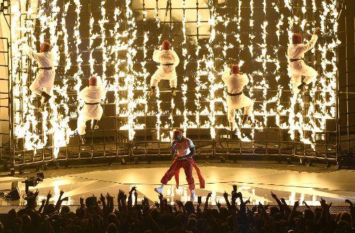 Kendrick Lamar begeistert mit feuriger Performance
