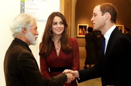 """Die Herzogin war begeistert vom Werk des Künstlers: """"Es ist ein unglaubliches Bild. Es ist großartig. Und auch Prinz William pflichtete ihr bei: Es ist schön, absolut schön. Foto: dpa"""