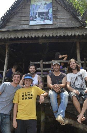 Die Band an ihrem Lieblings-Auftrittsort, der Bondhi-Villa in Kambodscha. Von links Roman Melachrinos, Stefan Lippmann, Alexander Pohl, Felix Gilbert und Benjamin Wolfinger Foto: privat