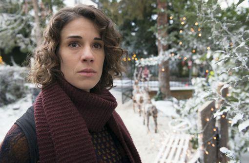 Ordnungsbeamtin Pauline Schwebe (Anne Schäfer) wünscht sich das Weihnachtsgefühl aus glücklichen Kindertagen zurück Foto: ARD Degeto/Christian Lüdeke