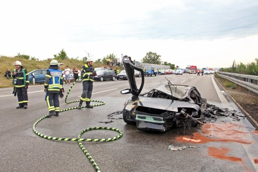 unfall auf der a8 bei neuhausen lamborghini kracht in h gel zwei tote landkreis esslingen. Black Bedroom Furniture Sets. Home Design Ideas