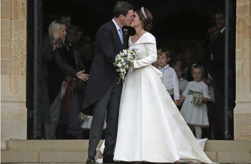 Die Braut setzt auf schlichte Eleganz – mit mutigem Detail