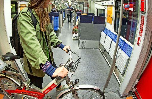 Haben Radfahrer im Mehrzweckabteil ein Recht auf einen Sitzplatz? Foto: Lichtgut/Leif Piechowski