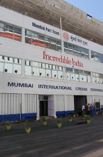 Das Kreuzfahrtterminal von Mumbai befindet sich in einem Militärhafen. Von der Ballard Pier kann man zu Fuß zu den Sehenswürdigkeiten in der Innenstadt gelangen. Foto: Susanne Hamann
