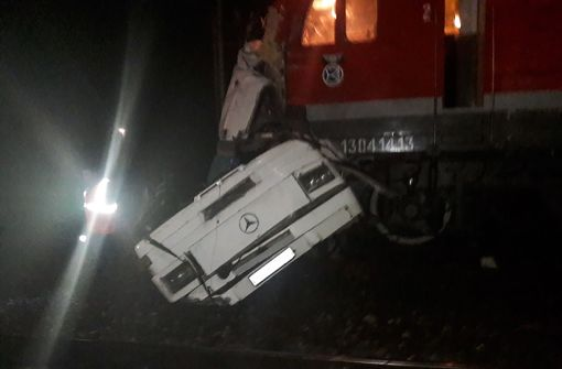 Verheerendes Zugunglück fordert mindestens 16 Tote