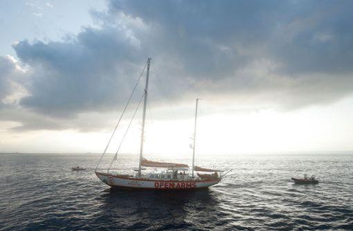 Spanisches Rettungsschiff mit Leichen auf Insel eingetroffen
