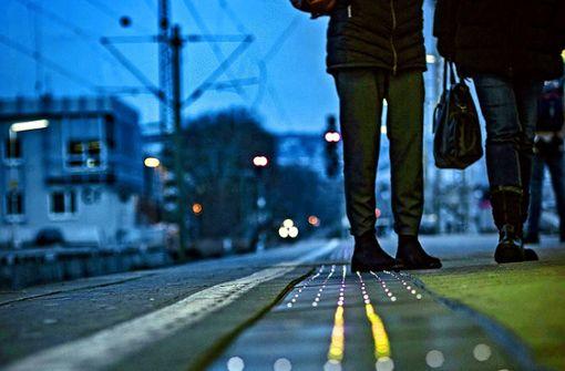 Das S-Bahn-Projekt im Bahnhof Cannstatt: die leuchtende Bansteigkante Foto: 7aktuell.de/Andreas Friedrichs