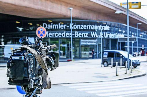 Im Mai war Daimler Gegenstand einer Razzia mit 230 Polizisten. Sie rückten zeitgleich an elf Standorten ein – auch in der Konzernzentrale in Untertürkheim. Foto: 7aktuell/Simon Adomat