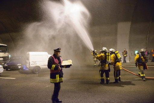 600 Einsatzkräfte üben Notfall im Engelbergtunnel
