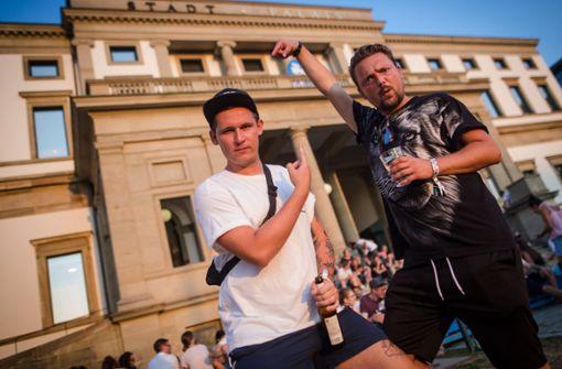 Sickless mit Rap-Kollege Bartek bei einem Auftritt vor dem Stadtpalais – Museum für Stuttgart.  Foto: Lichtgut/Christoph Schmidt
