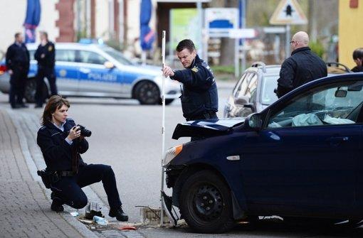 Räuber prallt mit Auto auf Wand und stirbt
