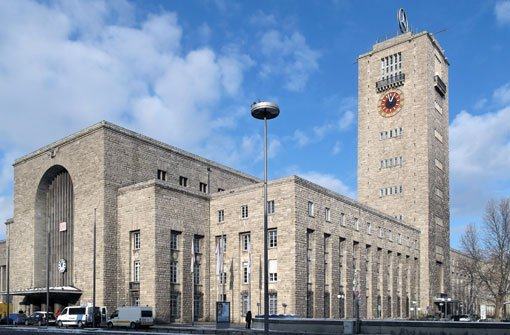 Der gebürtige Stuttgarter forciert den Bau des Stuttgarter bHauptbahnhofs/b, ermöglicht der Stadt den Anschluss an die Wasserversorgung des Landes und lässt die erste Kläranlage errichten.br Foto: Leserfotograf lool