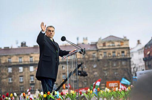 Bei seinen öffentlichen Auftritten setzt Ungarns Premier Viktor Orbán oft auf schwülstiges Pathos und unverhohlene Drohungen. Foto: MTI