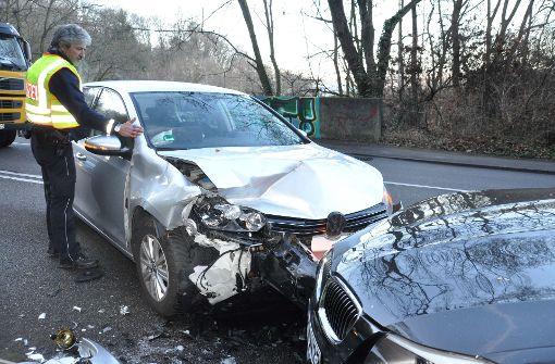 Autos krachen ineinander – zwei Verletzte