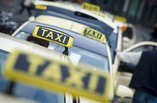 Mehrere Taxis aufgebrochen - Zeugen gesucht
