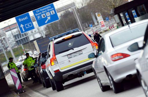 Bundespolizei entdeckt in Reisebus eingeschleuste Familie